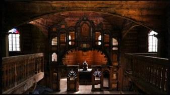 Wnętrze cerkwi w Bystrem (pusty ikonostas) - zdjęcie dzięki uprzejmości www.cerkiewwbystrem.pl