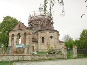 dzwonnica parawanowa i cerkiew św. Jerzego. Trwa remont kopuły. maj 2013r.