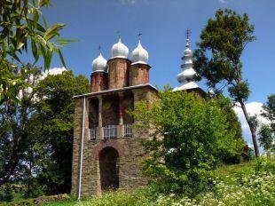 Cerkiew w Radoszycach (latem 2011r.) - murowana dzwonnica